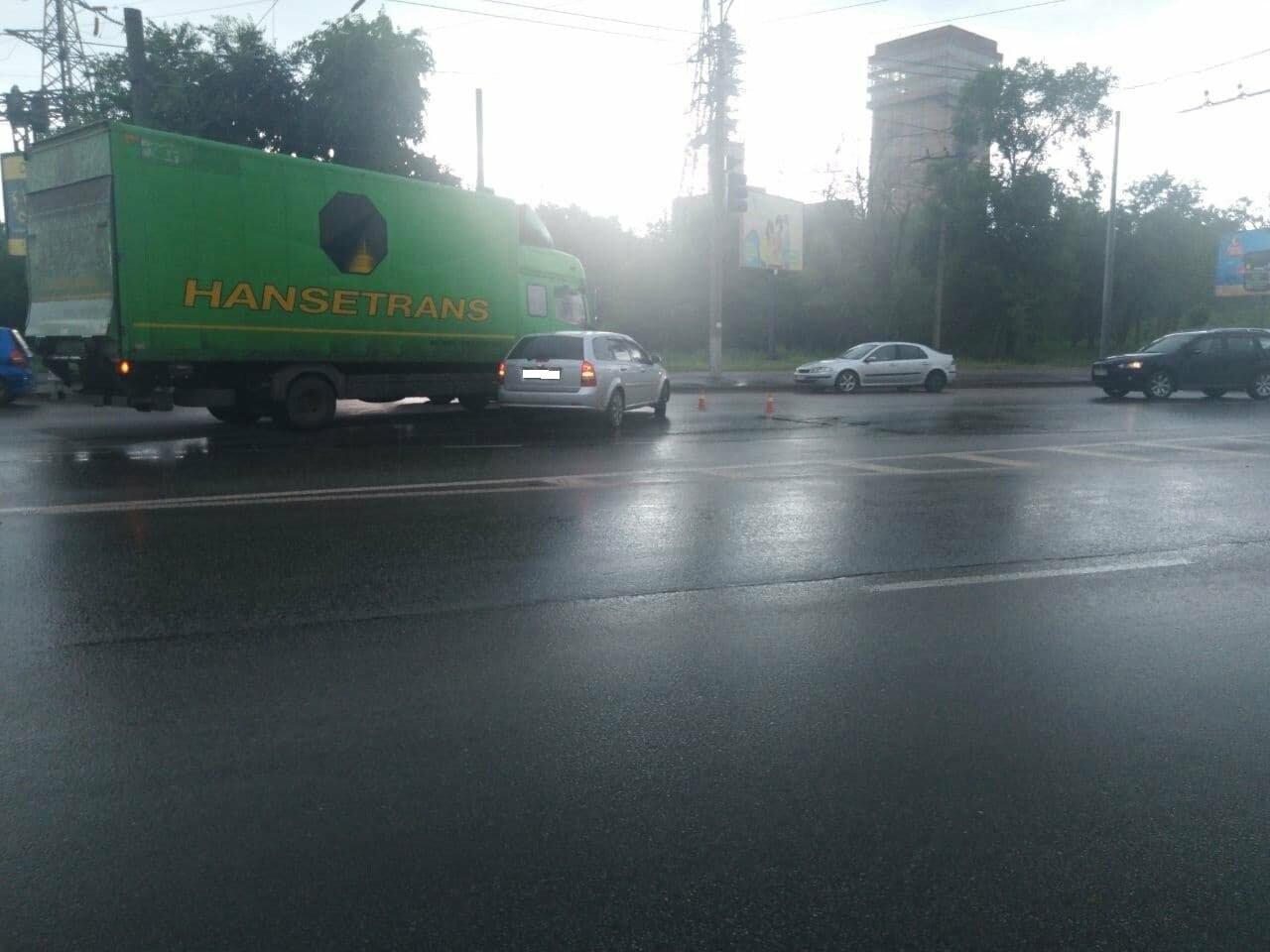 """На """"свадебном перекрёстке"""" в Кривом Роге столкнулись Mercedes и Chevrolet, - ФОТО, фото-5"""