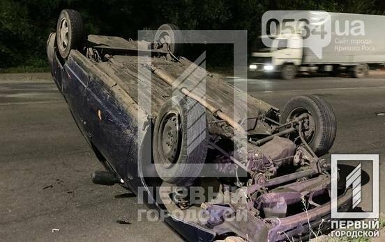 В Кривом Роге пьяный водитель перевернул свой автомобиль на крышу, - ФОТО, фото-1