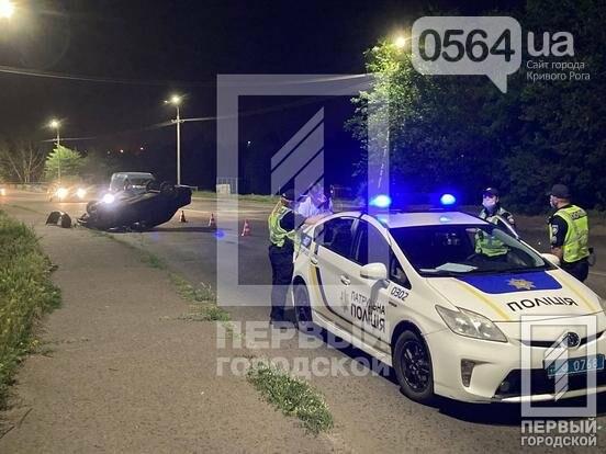 В Кривом Роге пьяный водитель перевернул свой автомобиль на крышу, - ФОТО, фото-2