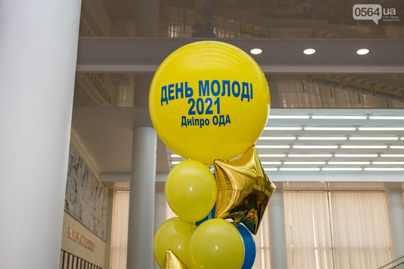 Молодым активистам Днепропетровщины вручили отличия и подарки, - ФОТО , фото-5