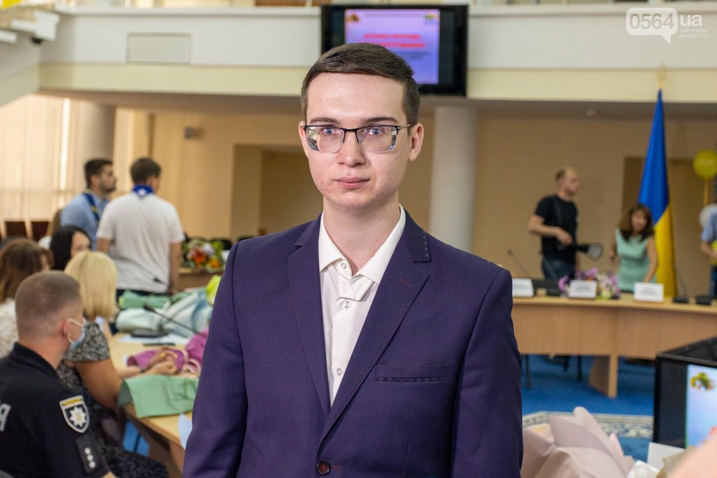 Молодым активистам Днепропетровщины вручили отличия и подарки, - ФОТО , фото-3