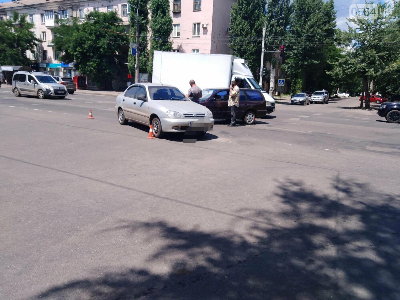 В центре Кривого Рога столкнулись Nissan и Daewoo - ФОТО, фото-6