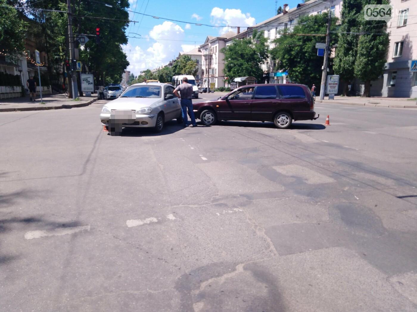 В центре Кривого Рога столкнулись Nissan и Daewoo - ФОТО, фото-5