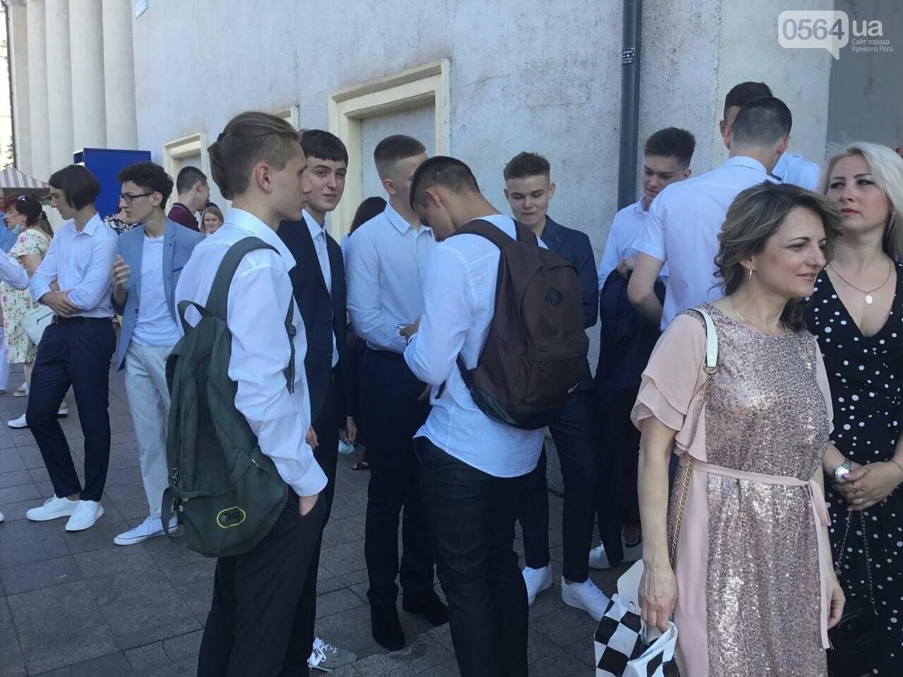 В Кривом Роге 3667 выпускников сегодня прощаются со своими alma mater, - ФОТО, фото-21