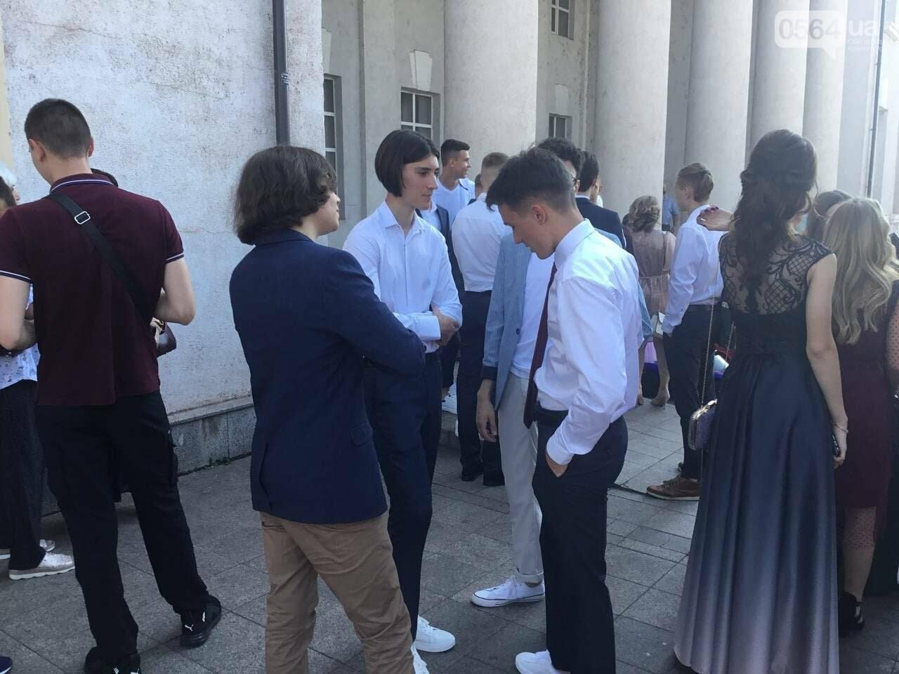 В Кривом Роге 3667 выпускников сегодня прощаются со своими alma mater, - ФОТО, фото-7