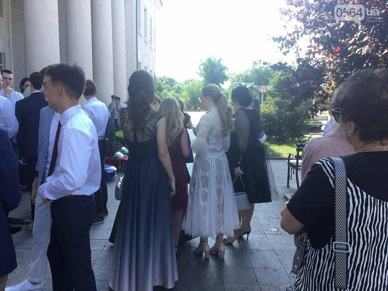 В Кривом Роге 3667 выпускников сегодня прощаются со своими alma mater, - ФОТО, фото-9