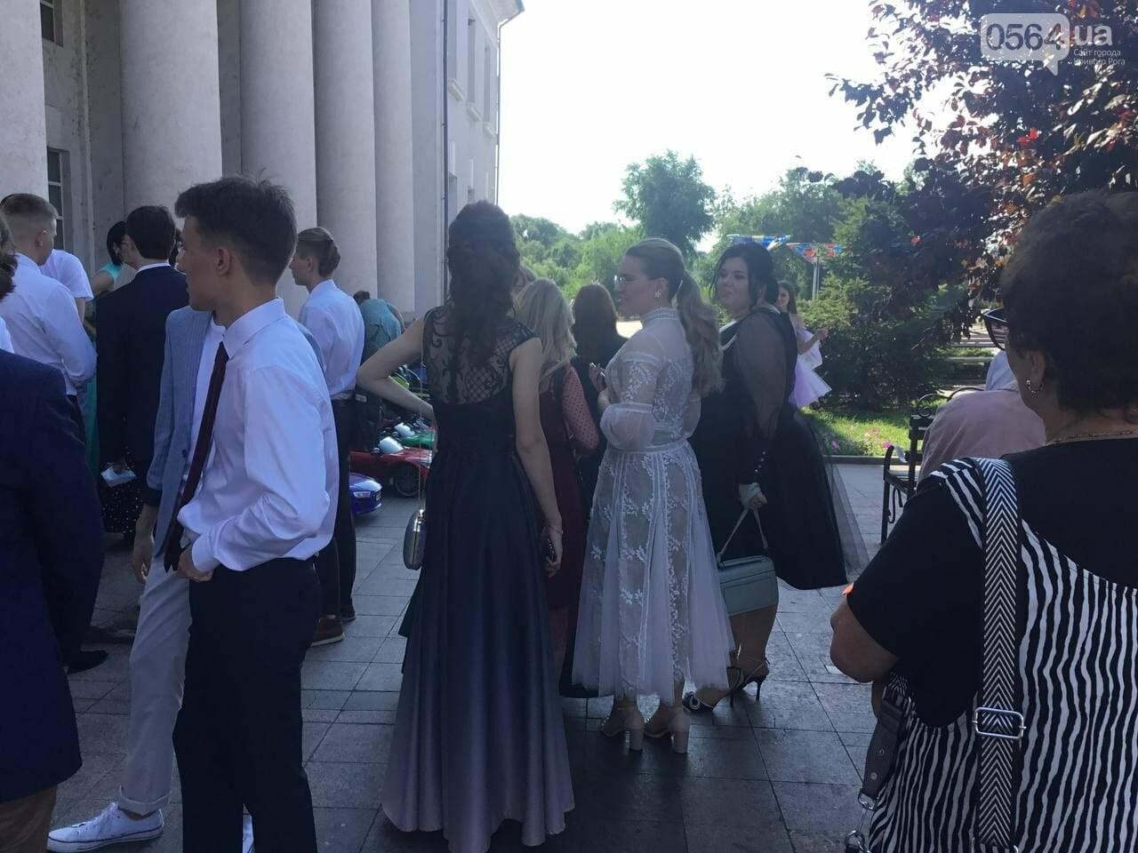 В Кривом Роге 3667 выпускников сегодня прощаются со своими alma mater, - ФОТО, фото-23