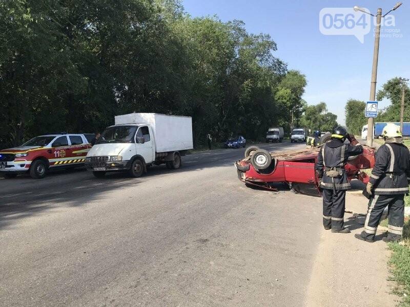 В Кривом Роге автомобиль перевернулся на крышу, - ФОТО, фото-2