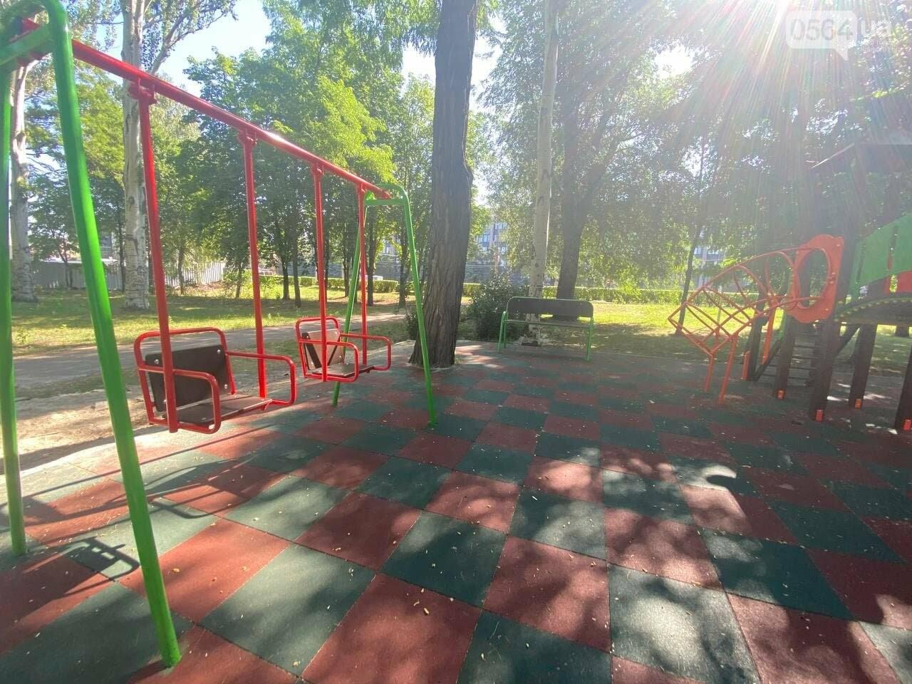 В Кривом Роге родители обсуждают безопасность новой детской площадки возле горисполкома, - ФОТО , фото-24