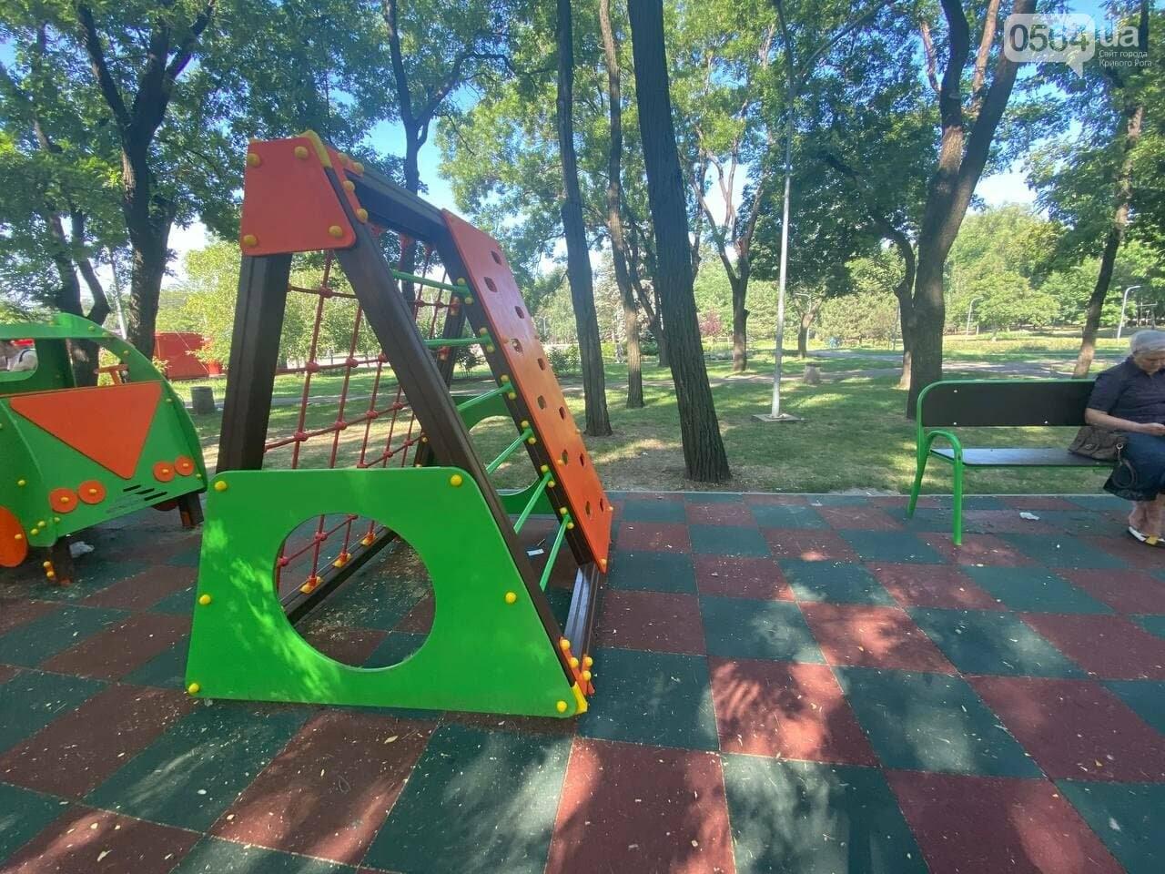 В Кривом Роге родители обсуждают безопасность новой детской площадки возле горисполкома, - ФОТО , фото-22