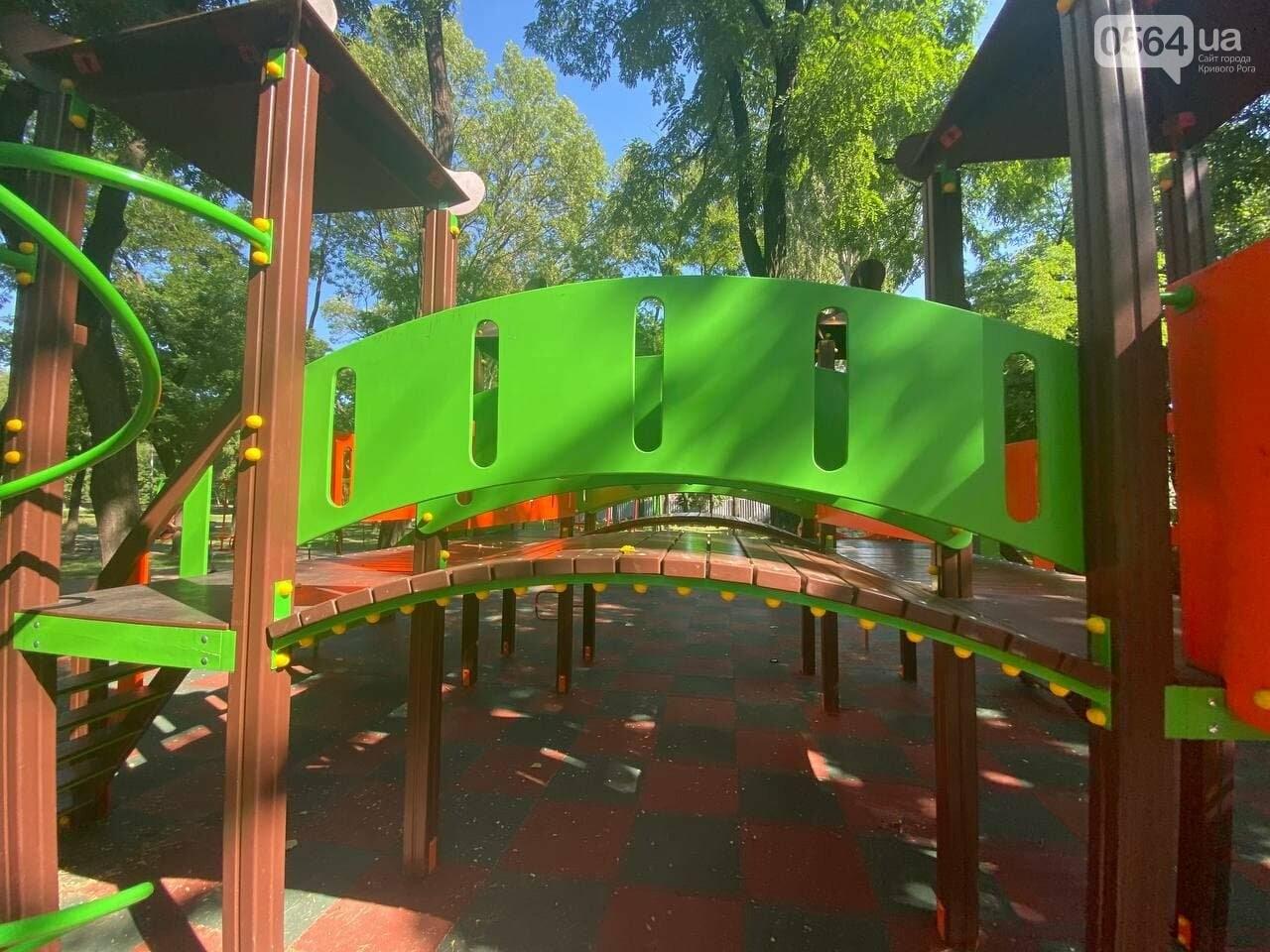 В Кривом Роге родители обсуждают безопасность новой детской площадки возле горисполкома, - ФОТО , фото-19