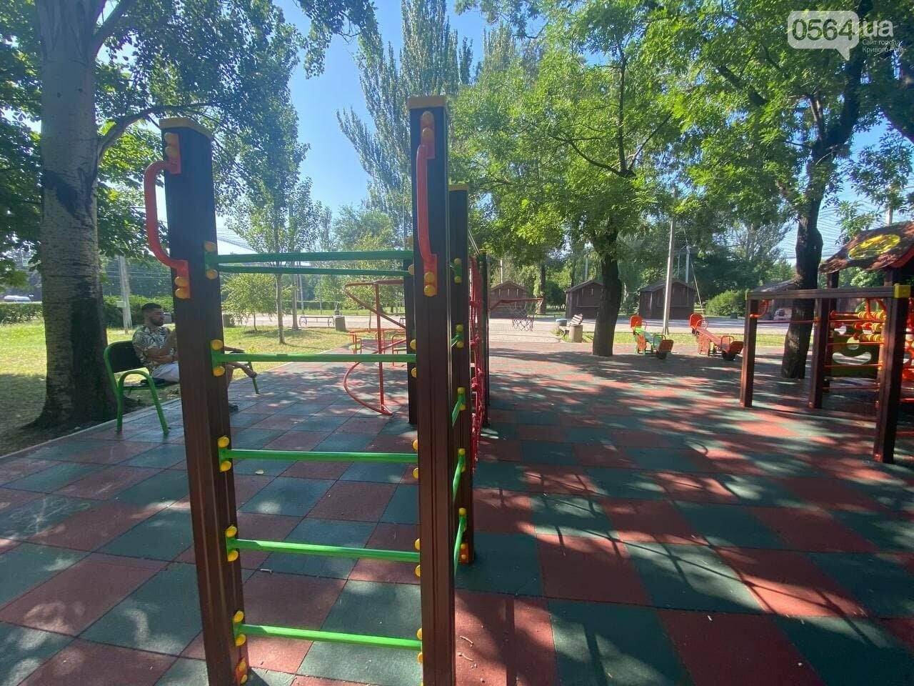 В Кривом Роге родители обсуждают безопасность новой детской площадки возле горисполкома, - ФОТО , фото-17
