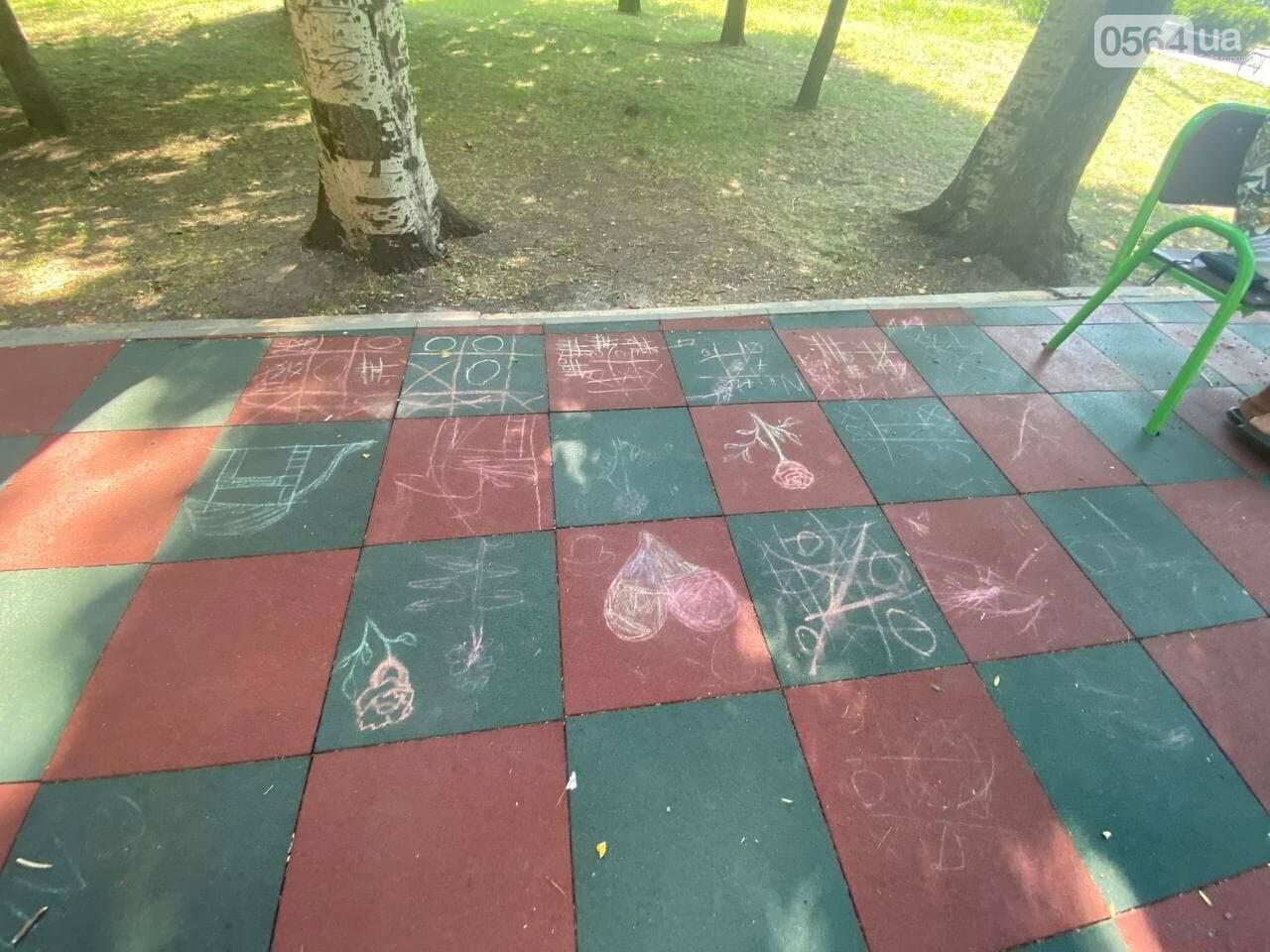 В Кривом Роге родители обсуждают безопасность новой детской площадки возле горисполкома, - ФОТО , фото-16