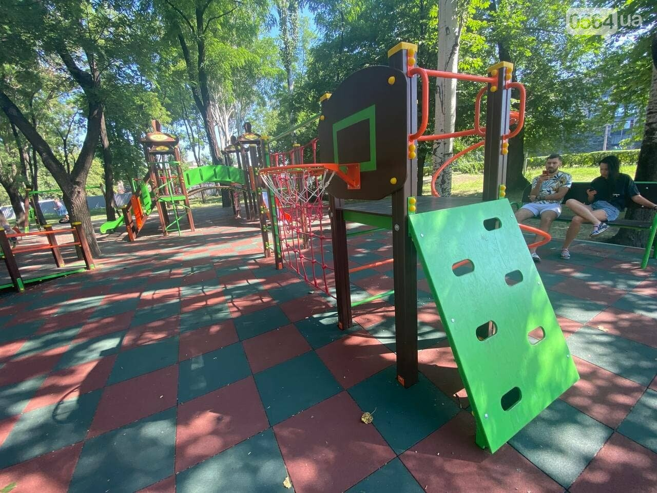 В Кривом Роге родители обсуждают безопасность новой детской площадки возле горисполкома, - ФОТО , фото-10