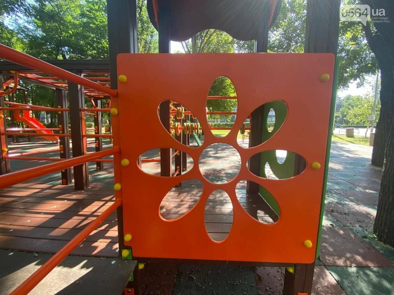 В Кривом Роге родители обсуждают безопасность новой детской площадки возле горисполкома, - ФОТО , фото-11