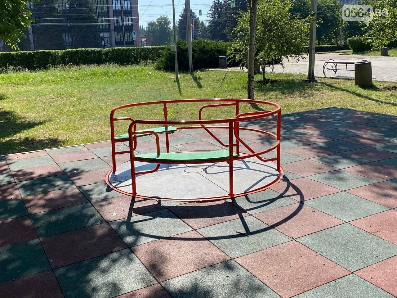 В Кривом Роге родители обсуждают безопасность новой детской площадки возле горисполкома, - ФОТО , фото-9