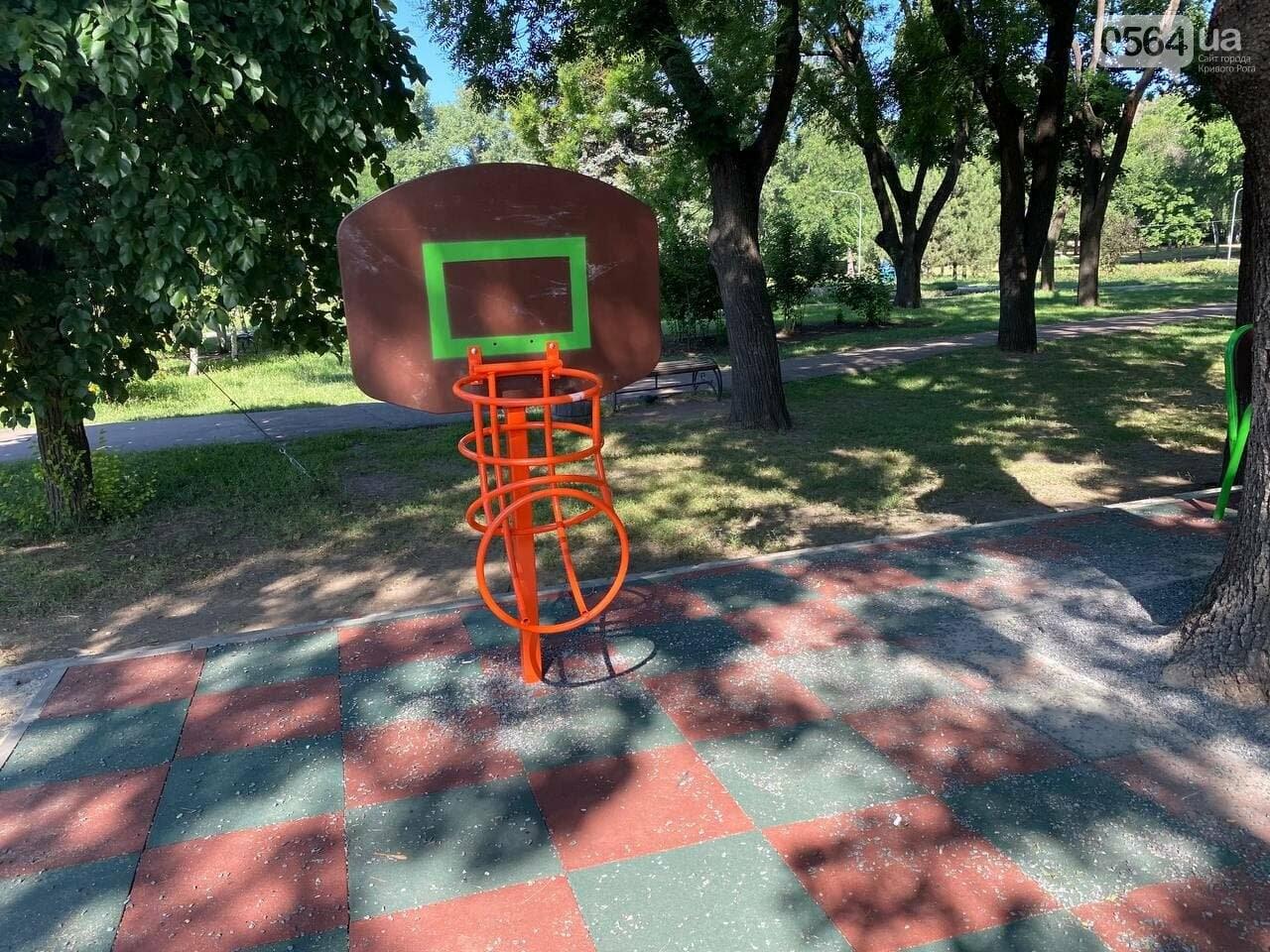 В Кривом Роге родители обсуждают безопасность новой детской площадки возле горисполкома, - ФОТО , фото-7