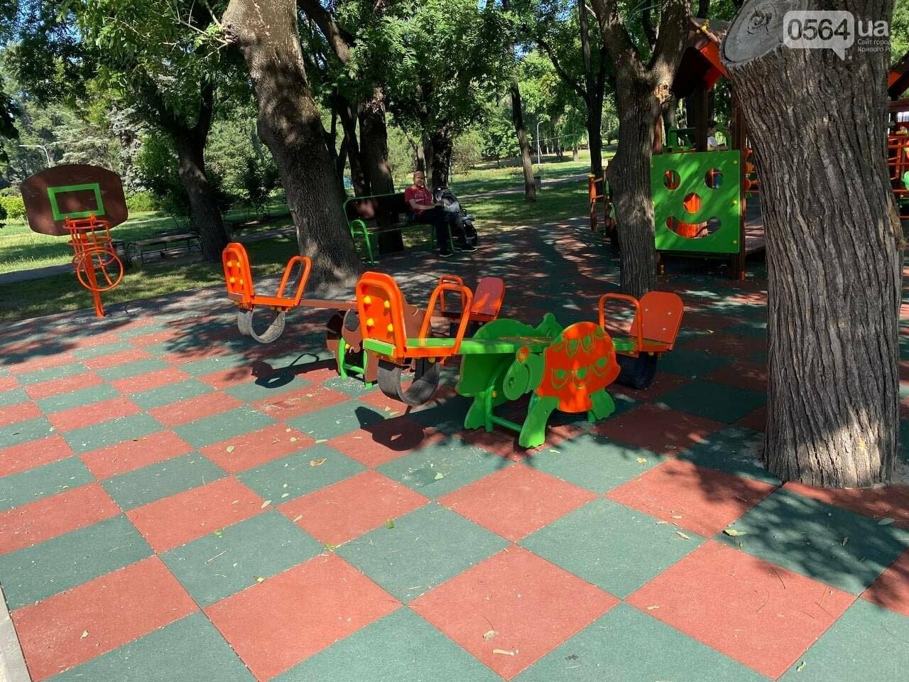В Кривом Роге родители обсуждают безопасность новой детской площадки возле горисполкома, - ФОТО , фото-6