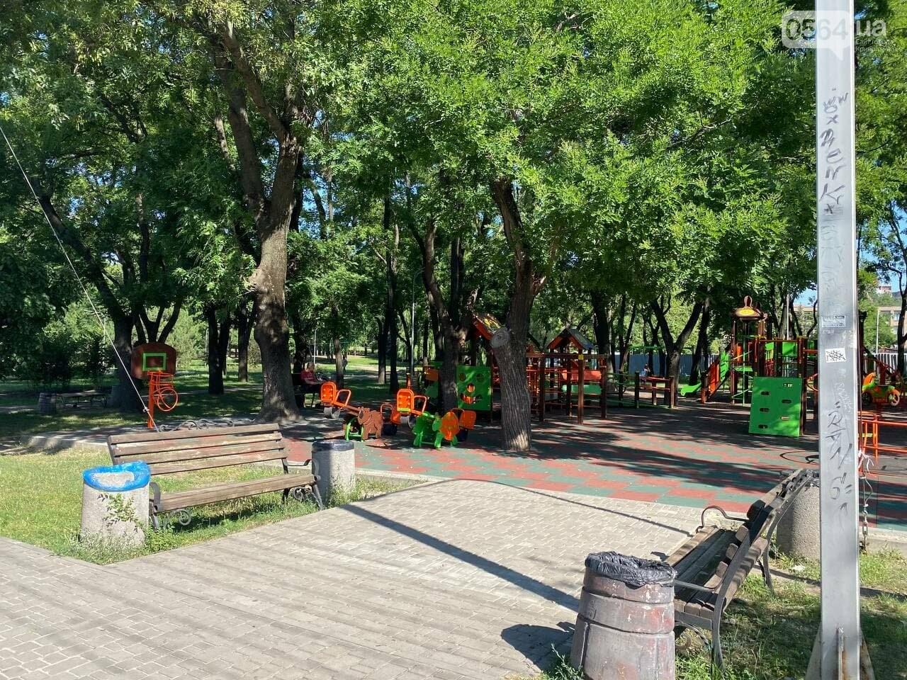В Кривом Роге родители обсуждают безопасность новой детской площадки возле горисполкома, - ФОТО , фото-1