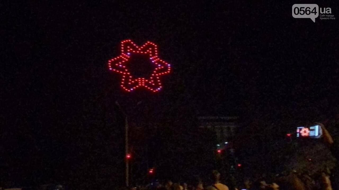 В Кривом Роге в День горняка и металлурга организовали лазерное шоу дронов, - ФОТО, ВИДЕО , фото-34