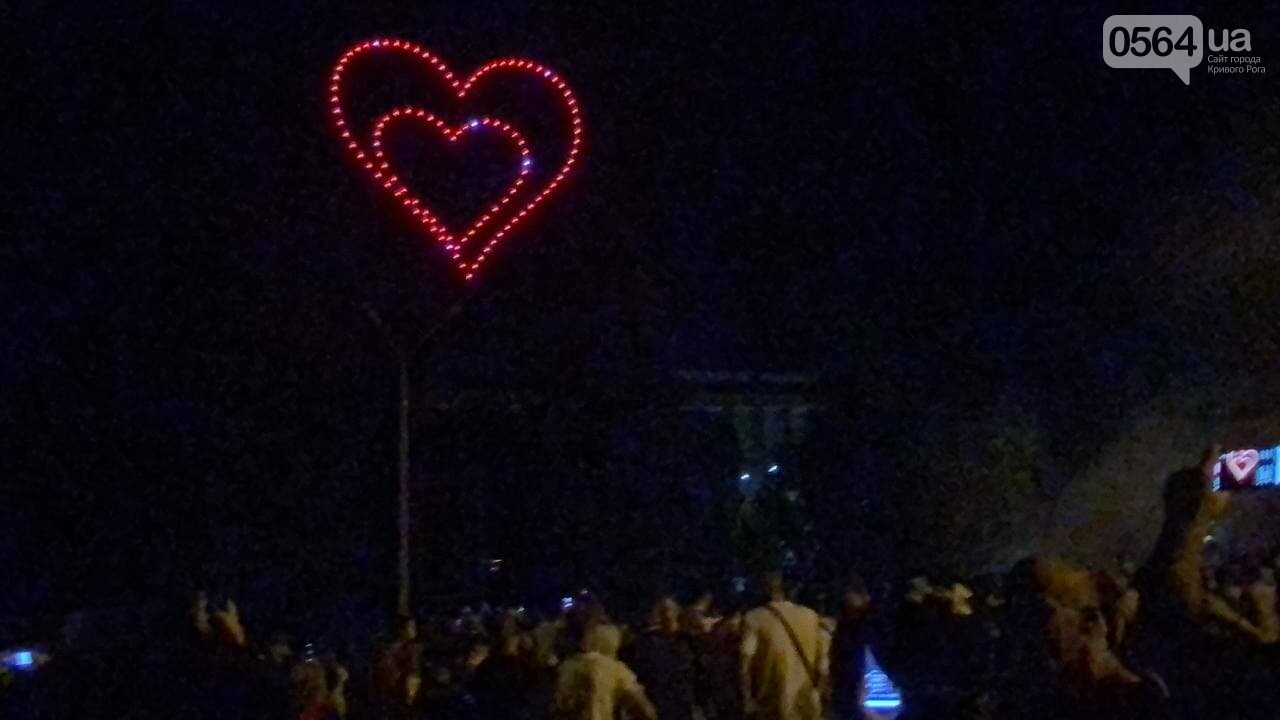 В Кривом Роге в День горняка и металлурга организовали лазерное шоу дронов, - ФОТО, ВИДЕО , фото-32