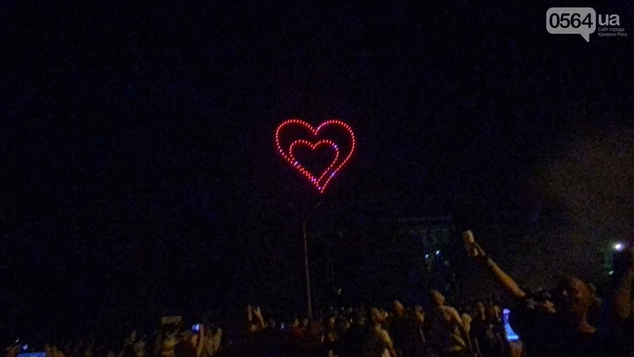 В Кривом Роге в День горняка и металлурга организовали лазерное шоу дронов, - ФОТО, ВИДЕО , фото-30