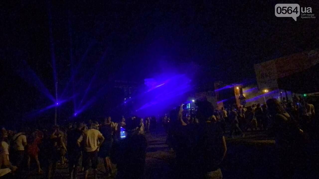 В Кривом Роге в День горняка и металлурга организовали лазерное шоу дронов, - ФОТО, ВИДЕО , фото-29