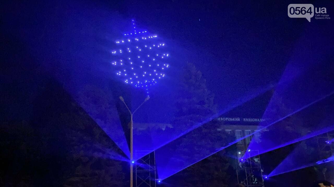 В Кривом Роге в День горняка и металлурга организовали лазерное шоу дронов, - ФОТО, ВИДЕО , фото-18