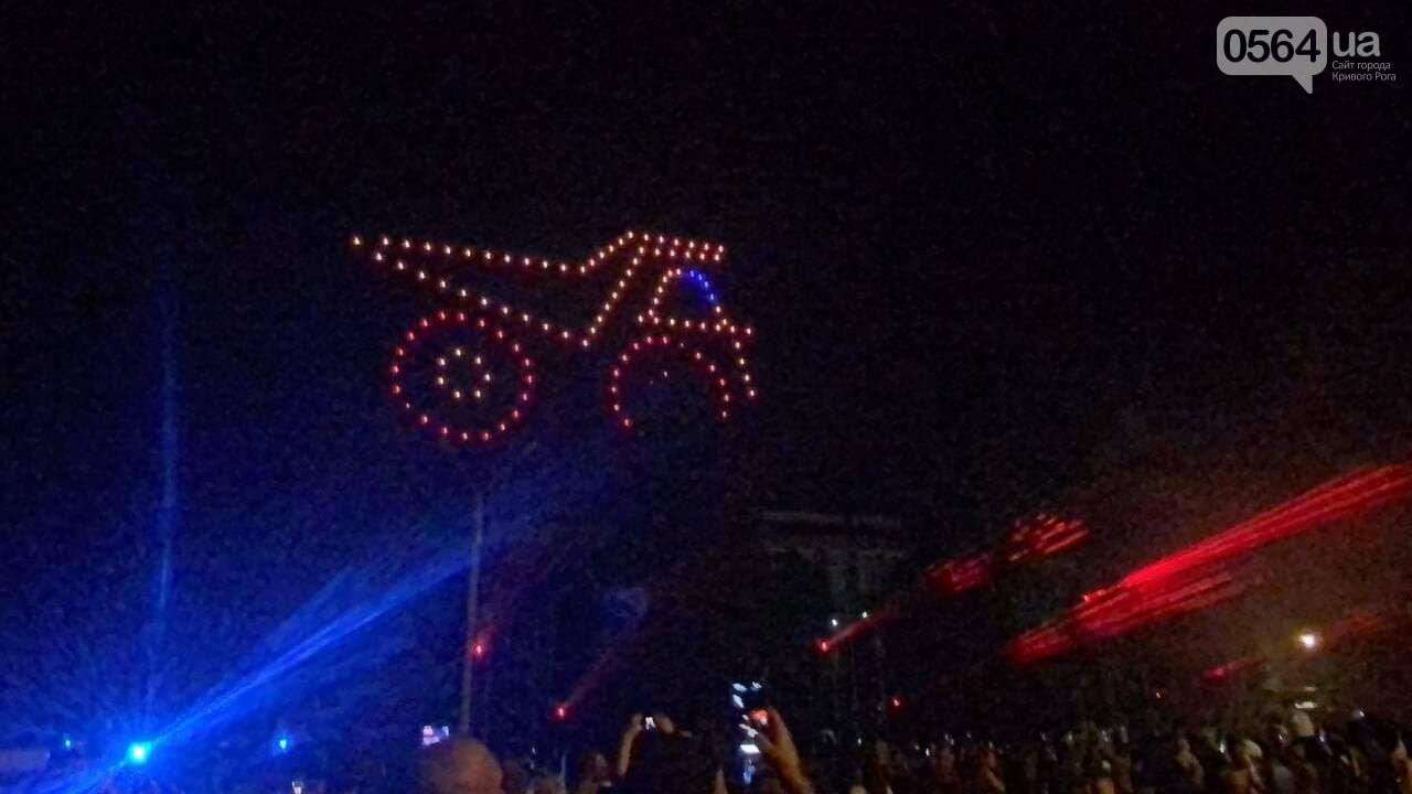 В Кривом Роге в День горняка и металлурга организовали лазерное шоу дронов, - ФОТО, ВИДЕО , фото-8
