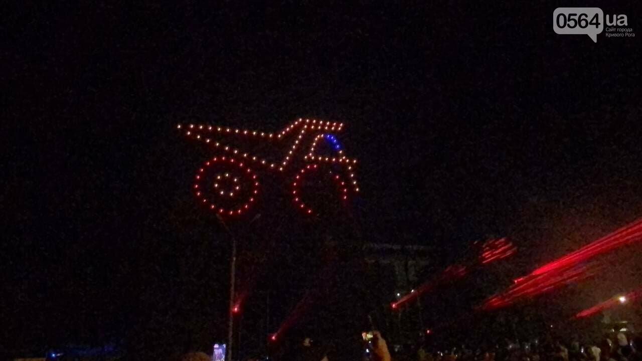 В Кривом Роге в День горняка и металлурга организовали лазерное шоу дронов, - ФОТО, ВИДЕО , фото-7