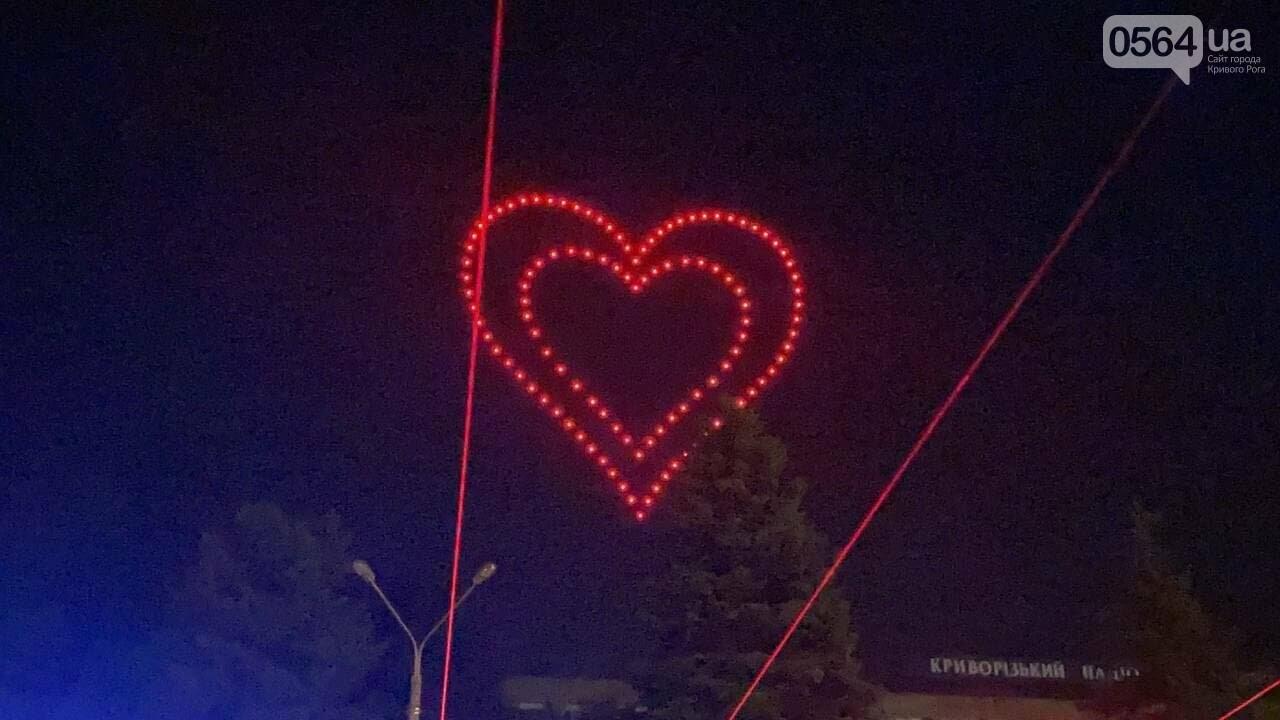 В Кривом Роге в День горняка и металлурга организовали лазерное шоу дронов, - ФОТО, ВИДЕО , фото-4