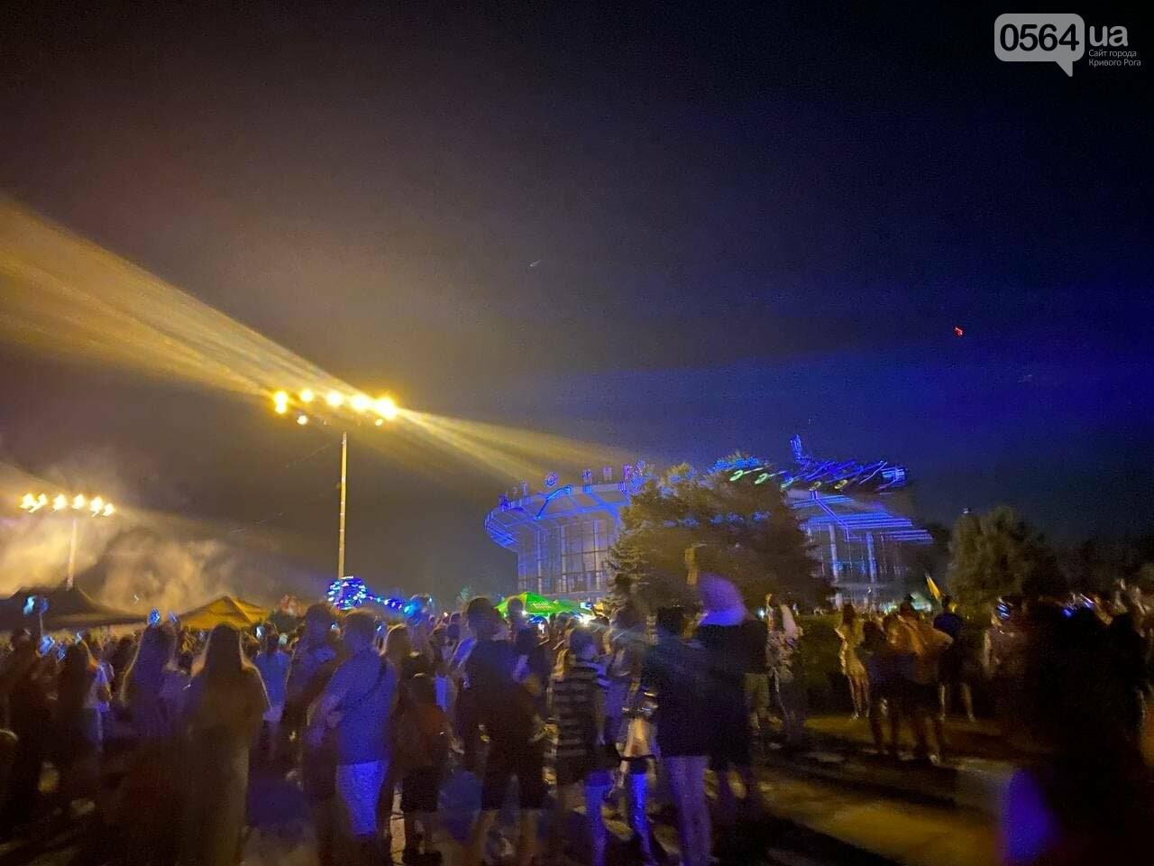 В Кривом Роге в День горняка и металлурга организовали лазерное шоу дронов, - ФОТО, ВИДЕО , фото-1
