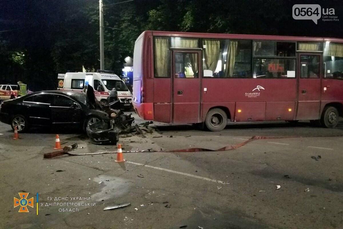 В Кривом Роге легковушка столкнулась с автобусом, пострадали 3 человека , - ФОТО, фото-2
