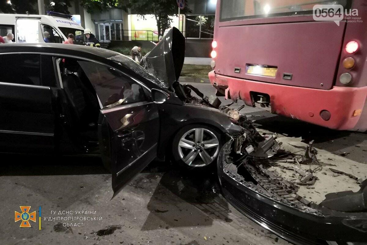 В Кривом Роге легковушка столкнулась с автобусом, пострадали 3 человека , - ФОТО, фото-3