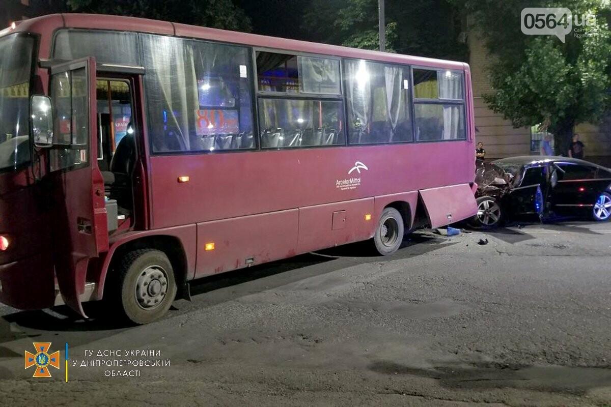 В Кривом Роге легковушка столкнулась с автобусом, пострадали 3 человека , - ФОТО, фото-4