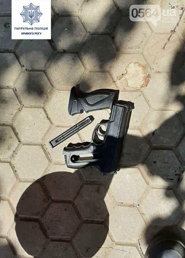 В Кривом Роге мужчина угрожал детям пистолетом на детской площадке, - ФОТО, фото-2