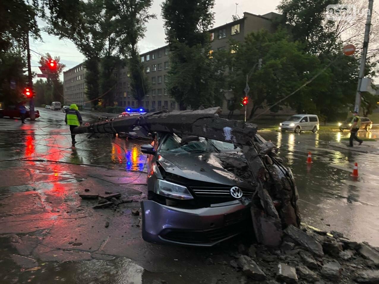 Во время дождя в Кривом Роге Volkswagen снес столб, - ФОТО, фото-2