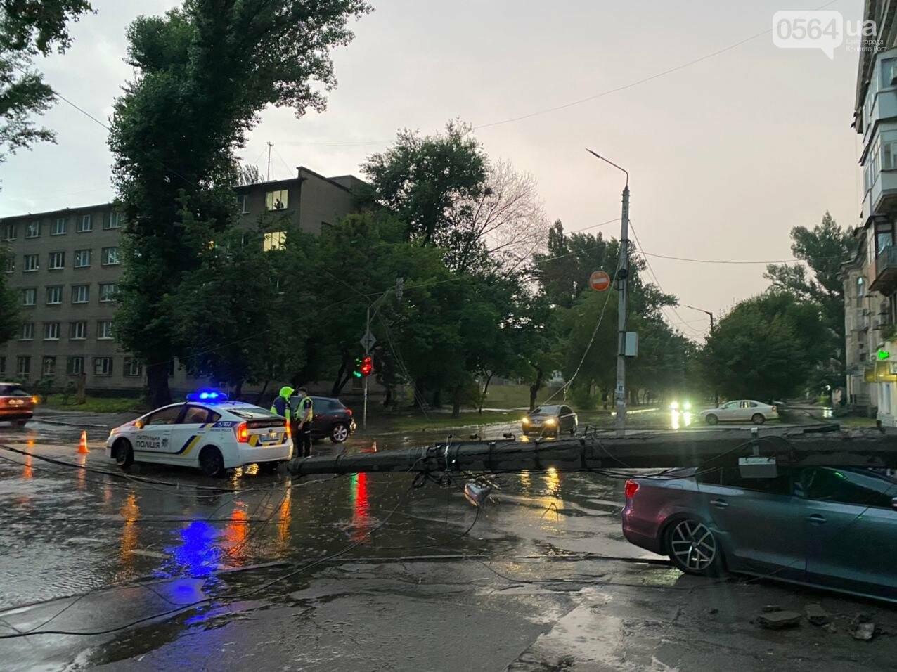 Во время дождя в Кривом Роге Volkswagen снес столб, - ФОТО, фото-12