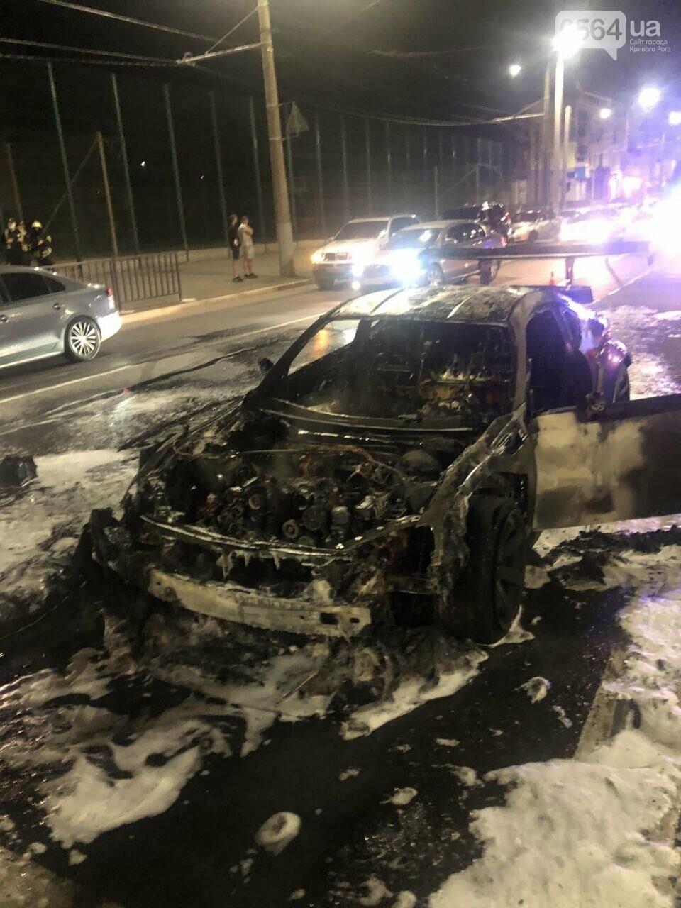 В центре Кривого Рога сгорел спорткар, - ФОТО, фото-2