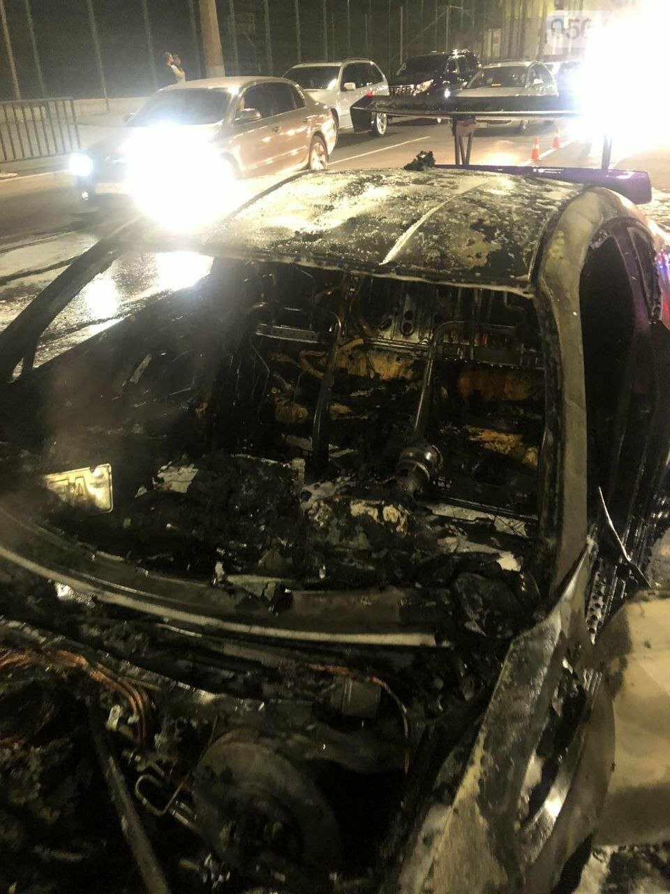 В центре Кривого Рога сгорел спорткар, - ФОТО, фото-3