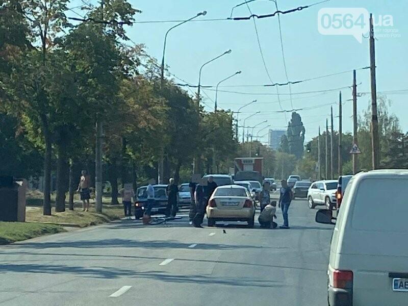 В Кривом Роге велосипедист угодил под колёса автомобиля, - ФОТО, фото-1