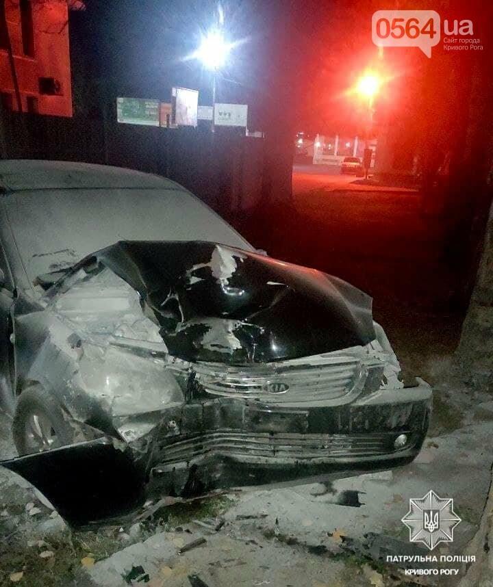 Нетрезвый криворожанин на авто протаранил забор и божился патрульным, - ФОТО, фото-1