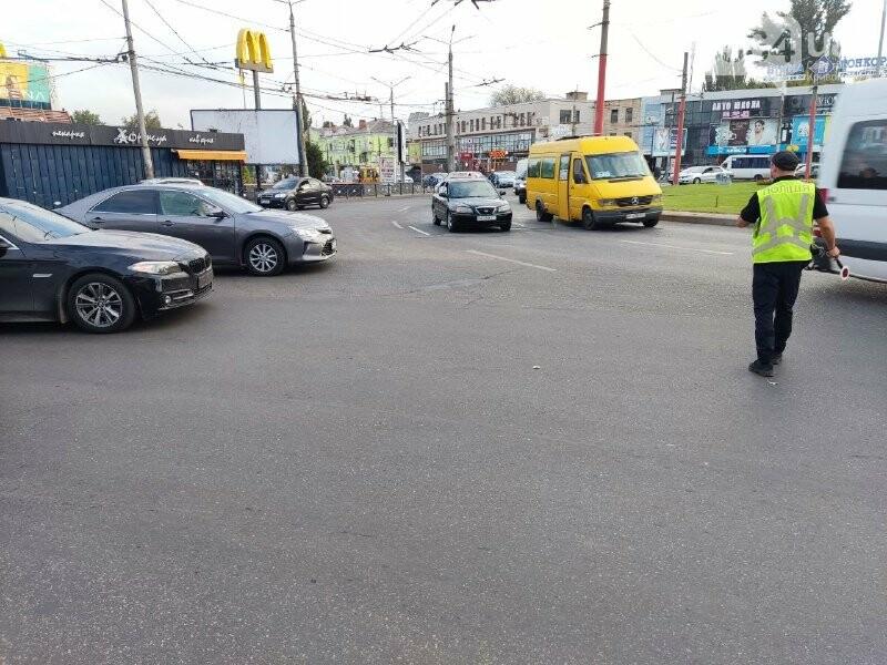 В центре Кривого Рога столкнулись BMW и Nissan, - ФОТО, фото-5