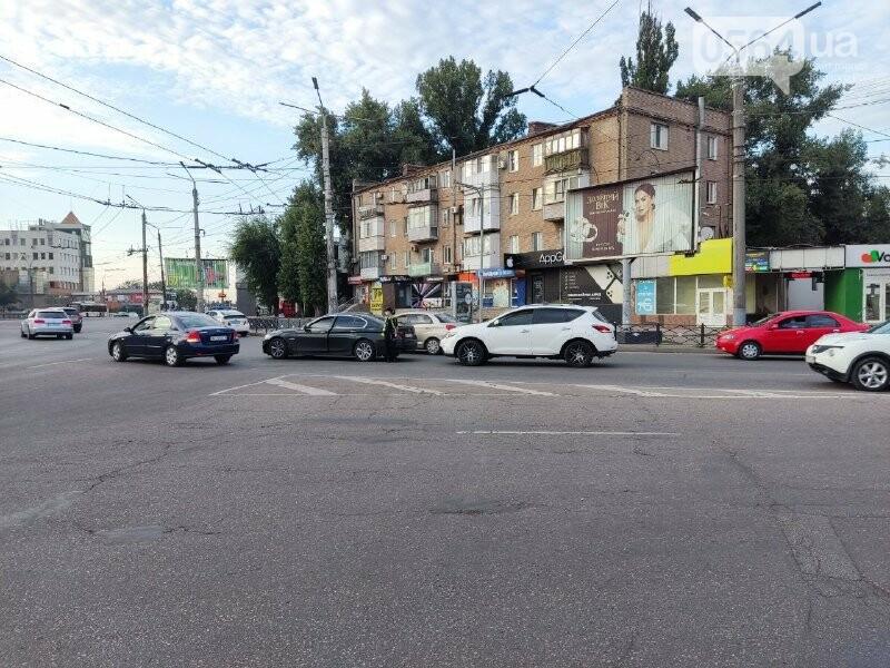 В центре Кривого Рога столкнулись BMW и Nissan, - ФОТО, фото-2