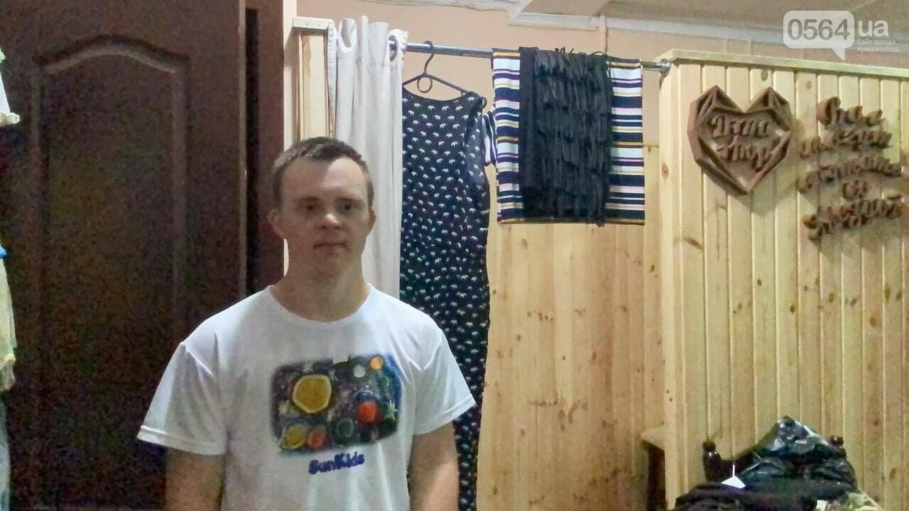 """""""Солнечный день"""" в Кривом Роге: двое подростков с синдромом Дауна пробовали себя в роли сотрудников магазина, - ФОТО, ВИДЕО , фото-13"""