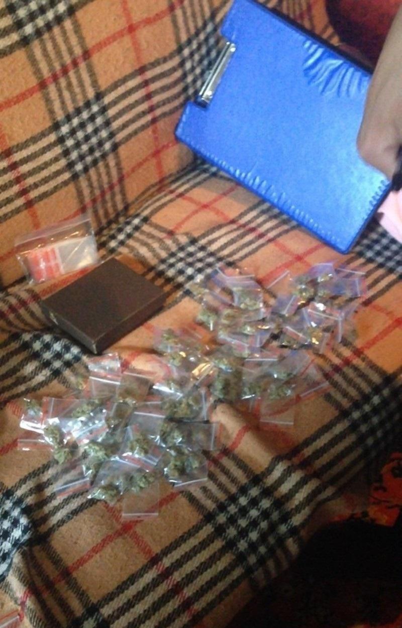 """Криворожанин купил 79 пакетов """"травки"""" чтобы расслабиться (ФОТО), фото-1"""