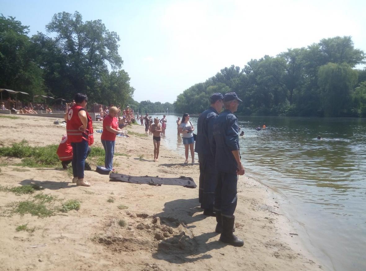 Полицейские и спасатели продемонстрировали криворожанам, как спасают жизнь утопающего (ФОТО), фото-6
