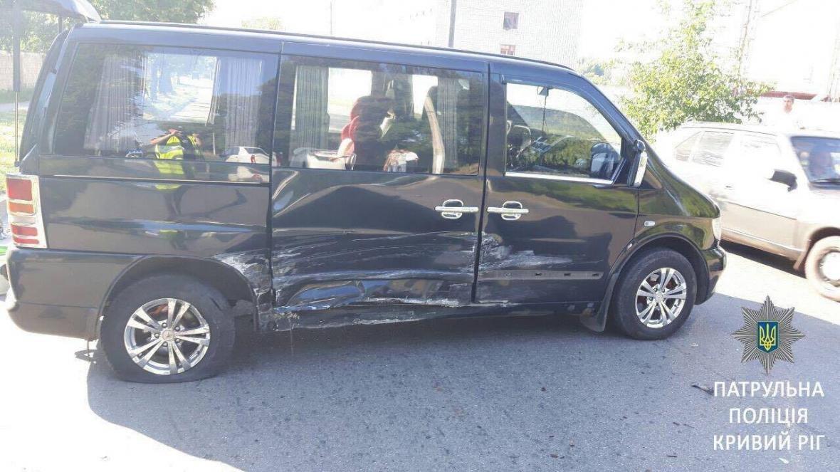 "В Кривом Роге водитель ""Toyota""  заснул за рулем и влетел в ""Mercedes""  (ФОТО), фото-3"
