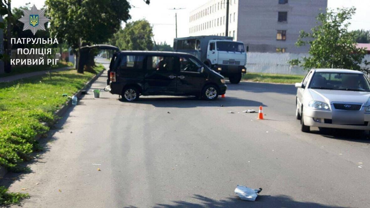 "В Кривом Роге водитель ""Toyota""  заснул за рулем и влетел в ""Mercedes""  (ФОТО), фото-1"