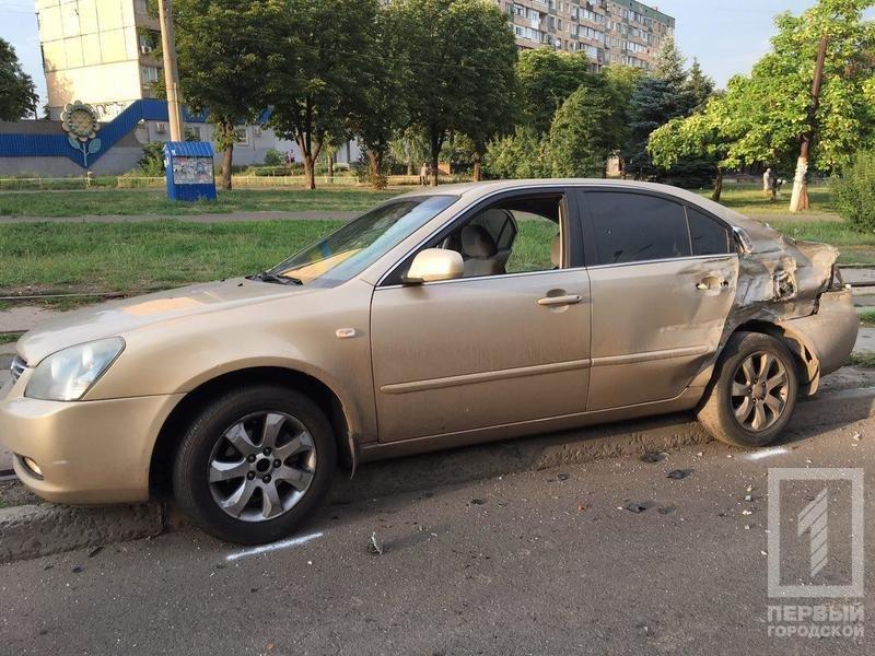 """В Кривом Роге грузовик выехал на """"встречку"""" и влетел в два автомобиля (ФОТО), фото-4"""